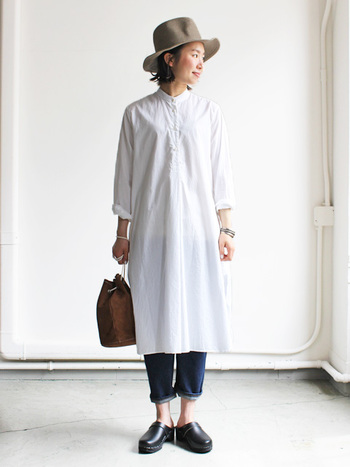 一枚で着ても重ね着をしてもオシャレにきまるシャツワンピース。一枚持っていると重宝しますよね。そこで今回は、これからの季節におすすめのシャツワンピースのオシャレコーデたちをご紹介します♪