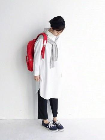 春におすすめのシャツワンピースのコーディネートでした♪初心者さんには合わせやすい白シャツワンピから入るのがおすすめです。