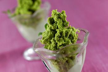 アボカド好きさん必見!アボカドをまるごと使ったアイスクリームです。濃厚なアボカドの味わいは、ちょっぴり大人向け。