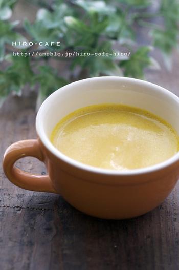 生クリームを使わない、かぼちゃと豆乳のみを使った冷製スープ。電子レンジとミキサーのみを使ってできるお手軽さも嬉しいですね♪