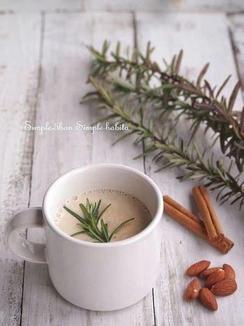 甘くて、ハーブが香るスパイシー豆乳ドリンクレシピです。朝は、食欲が無い…という方も、栄養満点のホット豆乳はいかがでしょうか。