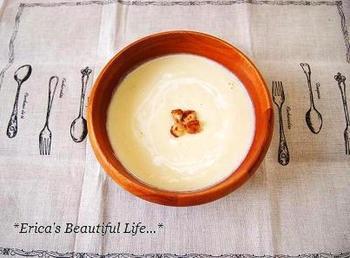 白菜は、豆乳との相性抜群!丸ごと買ってきても、なかなか使いきるのが難しい白菜は、冷蔵庫に余っている食材も使って、ほっと温まる野菜の優しい甘みが美味しい豆乳スープも嬉しいです。