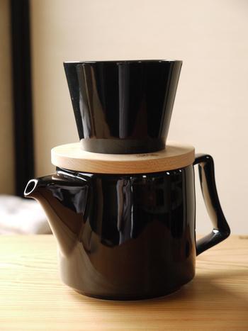 コーヒー好きなお母さんには、こんなおしゃれなドリッパーとポットのセットはいかがですか?TORCHのドーナツドリッパーは、シンプルなデザインながら、しっかり濃いのに重くない、スッキリした飲み心地のコーヒーを淹れることができます。茶こしがついているので、紅茶や日本茶にも対応しています。