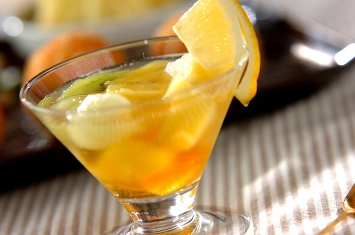 梅酒のフルーツカクテルは大人の味。お子様の場合は梅シロップでどうぞ。