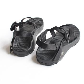 """女性向けのフットベットを採用しており、履き心地抜群。また、足を覆うナイロンのウェビングが、フッドベッドを通り""""ひとつながり""""になっており、足が疲れないようデザインされています。"""