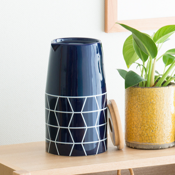 こちらは雑貨ブランドOnlili(オンリリ)の、アロマ超音波式加湿器です。陶器製の本体カバーがスタイリッシュで、加湿器に見えないですよね。インテリア性もあり、アロマで癒し効果もある、おすすめの加湿器です。