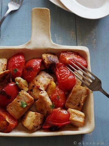 めかじきとトマトをシンプルにソテーしました。トマトの甘酸っぱさが、淡白なめかじきとよく合うメニューです。