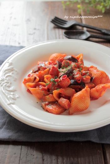 ブロックベーコンと茄子がたっぷりのピリ辛トマトパスタは、ちょっと大人の味です。