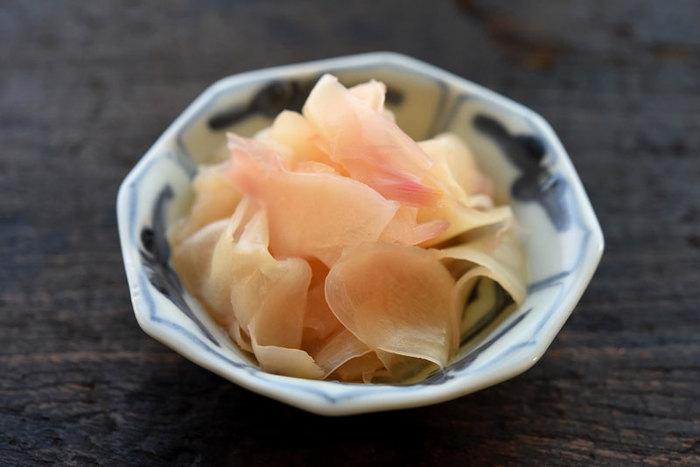 新生姜とは、5月から6月かけて出回るものだそうで、これからの時期にまさにぴったりということでこちらもご紹介。 お漬物の種類はいっぱいありますが、ガリは比較的お寿司屋などで食べることもあるので外国人にも有名なものの一つかもしれません。甘酢漬けはさっぱりとしていて食べやすいので、ガリがあまり得意でない方も食べやすいかも♪