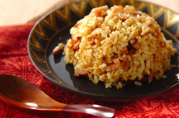 こちらは最初にたまごとお米、具を混ぜてつくるチャーハンです。