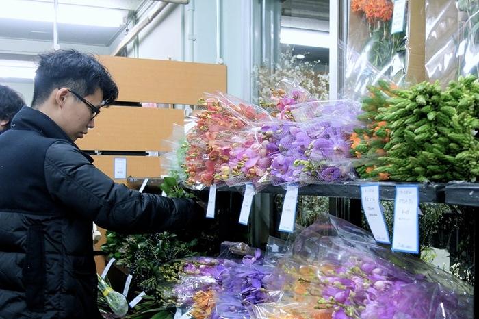 同じ花でも、生産者によって、品種から質まで、違いはさまざま。 それぞれの花について、「どこの産地の、どこの生産者のものが良いか」を頭に入れておき、ベストな花を選んでいます。