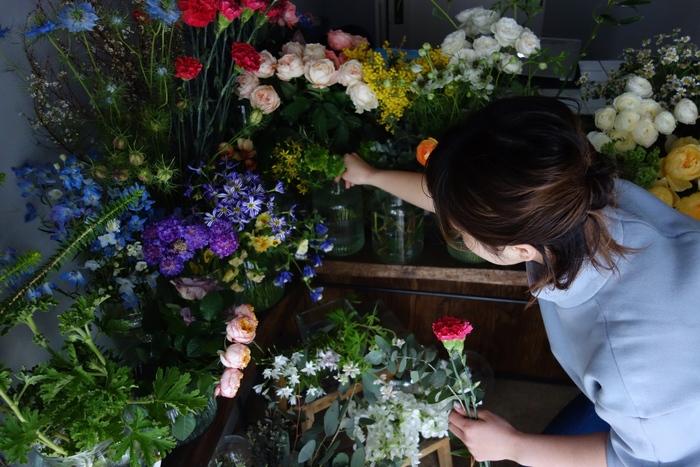 相性がよい組み合わせの中に、個性的な花をほんの少し加えるのがex.流。 普段から花に親しむ方にも、そうでない方にも、きっと新しい発見があるはず。