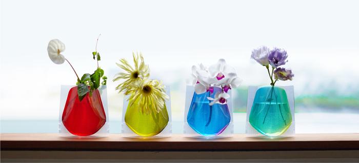 ブーケや切り花に適したフラワーベースミニ。コンパクトなサイズなので、様々なスペースに置くことができます。