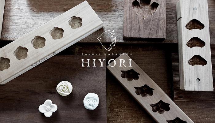 「HIYORI(ヒヨリ)」は、2015年に誕生した「日和制作所」が手掛ける和三盆ブランド。日本の伝統工芸である手彫りの菓子木型と、伝統和菓子である和三盆の魅力をもっと知ってもらいたいという想いから、デザイナーの泉田志穂さんが「日和制作所」を立ち上げました。