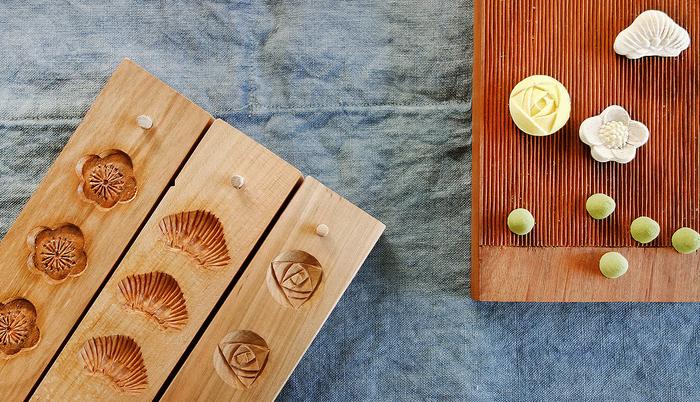 香川県で江戸時代から続く伝統工芸「菓子木型」は、和菓子職人が美しい菓子を作ることができるよう、花や魚、鳥などの図柄を形にするための道具です。