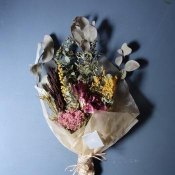 お水をあげる必要がなく、気軽に飾ることができるため、日頃忙しく花の手入れができないお母さんにもおすすめですよ。