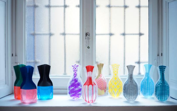 D-BROSの中でも人気なのが、ビニール素材のフラワーベース。デザインのバリエーションも豊富で、 ロングセラー商品になっています