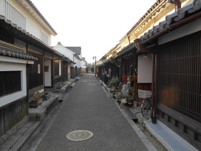 橿原市北西部に位置する今井町には、江戸時代以前に造られた建造物が数多く現存しており、重要伝統的建造物群保存地区に指定されています。