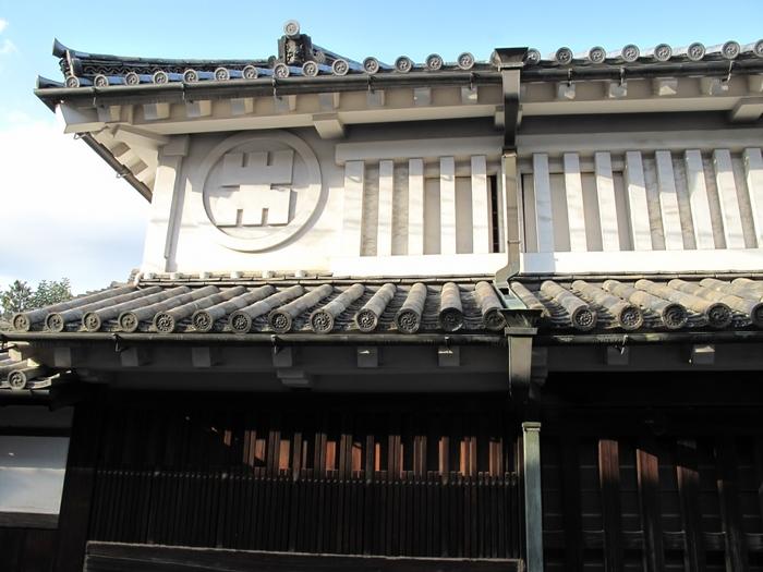 重要文化財に指定されている豊田家住宅は、1662年に造られた歴史的建造物です。重厚感あふれる豊田家住宅は、材木商と金融業を営んでいたかつての豪商の繁栄ぶりを今に伝えています。