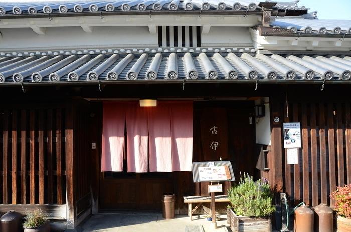 今井町の古い家は、ほとんどが民家ですが、中には町屋を改装したカフェやお食事処もあります。散策に疲れたら、カフェに立ち寄ってみるのもおすすめです。