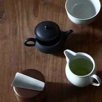 東屋は、日本の素材と熟練した職人さんの技術を活かし、「使い手」の立場に寄り添った暮らしの道具を作り発信し続けているブランドです。