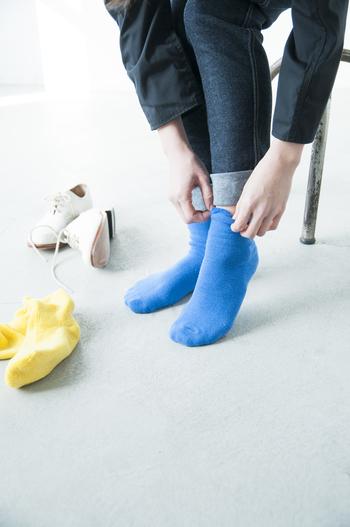 ■KINOTTO│リバーシブルパイルソックス  ふかふかのパイル地と、ぷっくりとした厚みが可愛いスウェット地をリバーシブルで楽しめるソックス。その日のファッションに合わせて、くるりとひっくり返して履くことができますよ。ポップで鮮やかなカラーバリエーションも魅力です。