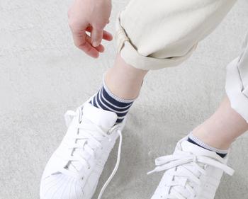 """■FALKE│ノーティカルストライプアンクルソックス""""NAUTICAL STRIPE SNEAKER""""  大人カジュアルの大定番柄を、ソックスでも。これからの季節にぴったりな清涼感あふれるストライプはマリンテイストにも相性Good♪足首からちらりと見えるリブのカラーが、足もとにアクセントを加えてくれます。"""