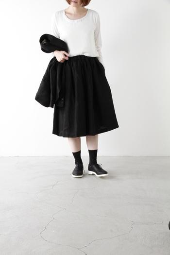 繊細なソックスは、パンプスやドレスシューズと合わせたレディな装いにぴったり。ストッキングは履き慣れないし、素足を出すのも抵抗がある・・・そんな方にはこちらがおすすめです。