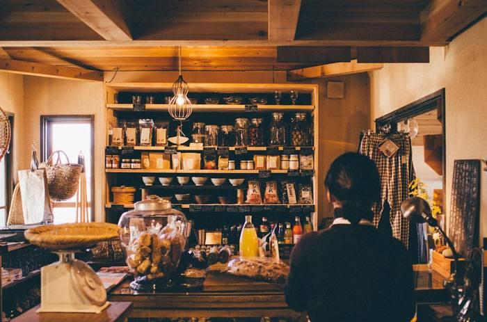 日用品から生活雑貨、食品まで・・・様々なモノが並ぶ店内。売り場はけっして広いとは言えませんが、どれも魅力的で濃いラインナップ。あれもこれもと欲しくなってしまいますよ。