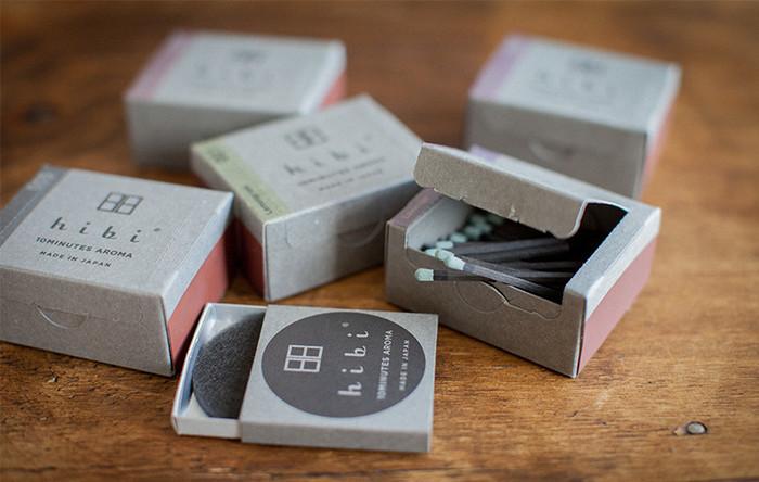 hibiの香りをふんだんに楽しみたい方におすすめなのが、ラージボックス。30本入りで、専用マットが付属しています。
