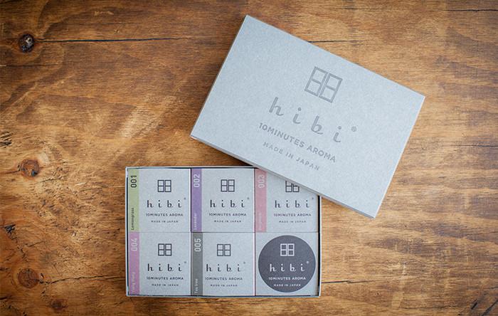 ギフトセットは、先程ご紹介したラージサイズのスティック5種の香りと、専用マット付き。大切な方への贈りものにぴったりです。