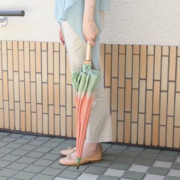日傘を閉じても、にんじんらしさがあるのが可愛いですね。
