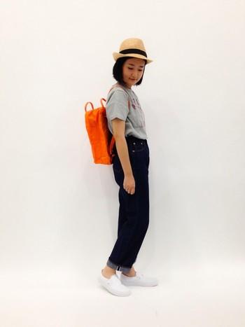 服をシンプルにまとめたら派手色バックパックをプラスして、色のオシャレを楽しんじゃいましょう。春夏は思い切った色にチャレンジしてみたいですね。