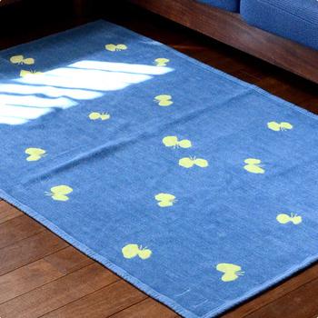 ハーフサイズはちょっとしたお昼寝の掛け物としても使えます。吸汗性にも優れているので夏のお昼寝には本当におすすめ。また、ソファーに掛けたり、ラグとして使っても。