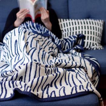 シリーズで一番大きい「シングルサイズ」は大人の寝具としてちょうど良いサイズ。夏のおやすみタイムに包まると、暑い夜でも心地よくぐっすりと眠れそうですね。