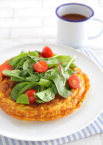 朝からしっかりと食事をしたい方におすすめ!このオムレツとコーヒーだけで、オシャレでしっかりと栄養のある朝食の出来上がり!