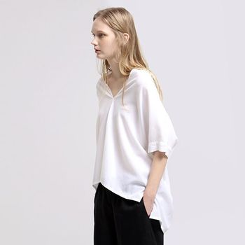 ふんわりシルエットのシャツのおすすめブランドとコーディネートのご紹介、いかがでしたか?きちんと感とリラックスムードを一枚で演出してくれるシャツは、夏の様々なシーンを爽やかに彩ってくれます。スカートにもパンツにも合わせやすく、裾のイン・アウトでも印象がガラリと変わるので、あなたなりのコーディネートをぜひ楽しんでくださいね。
