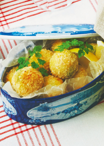 加熱するとさらにまったりとした食感になるアボカドでコロッケに。アボカドの食感と風味を楽しむなら、レモンやお塩で是非食べてみて!