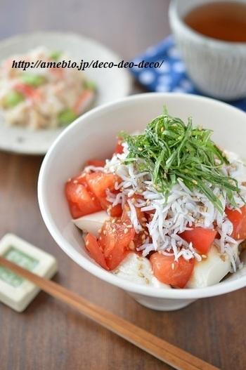 こちらは豆腐やトマトなどヘルシーな食材を使った、女性に嬉しい一品です。豆腐とトマトは体内の余分な熱を取り、しらすと大葉が体の冷え過ぎを防いでくれるそうです。トマトはタレに漬け込んで、味をよく馴染ませるのがポイント。