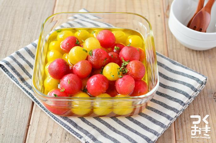 最近は、赤だけでなく黄色や緑のカラフルなプチトマトも販売されています。同じトマトで色を変えて作るだけでこんなに可愛らしく美味しそうなマリネに♪