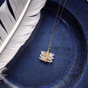 クリスタルとヴィンテージスワロフスキーの透明感あふれるネックレスです。スワロフスキーは70年代のもののようで、優しい輝きを放ちます。