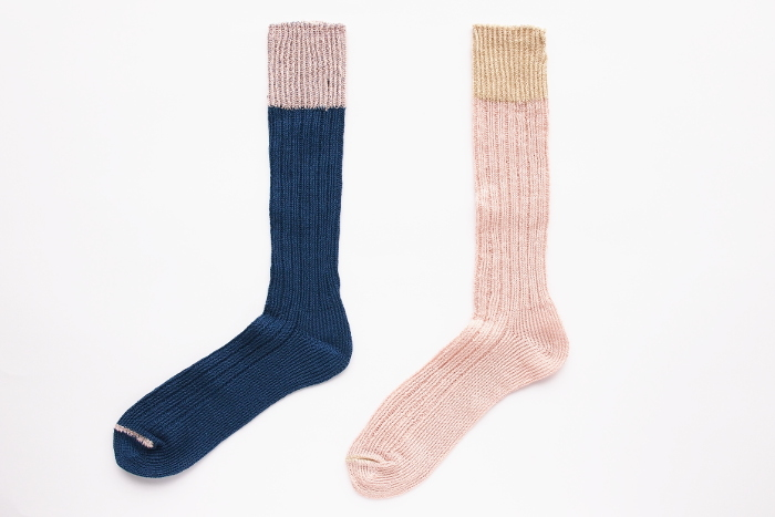 ざっくりめの風合いがこれからの季節におすすめのリネン靴下。シャリシャリした気持ちの良い肌触りは毎日履きたくなります。 【salvia(サルビア)/ざっくり編みくつした リネン メンズ】2,808円(税込)