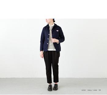 白シャツにトレーナー、マニッシュなテーラードパンツでかっちりキレイめにコーディネート!もちろんクラシカルな革のフラットシューズでまとめます。
