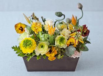 自分の誕生日に、両親へ感謝の気持ちを伝えるというコンセプトのフラワーギフト。自分が生まれて今まで元気でいられたことを伝えるのに、お花は最適なプレゼントです。