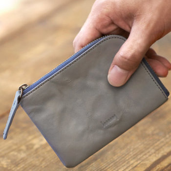 スタイリッシュな革のカードケースは、持ち物にこだわりのあるお父さんに。6つに分かれたポケットで、使い勝手も抜群です。飽きのこないデザインで、ずっと大切にしてもらえそうですね。
