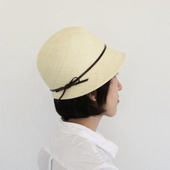 ころんと丸い形が可愛いストローハットは、年齢を問わずかぶれるデザインです。老舗ブランドならではの高品質な帽子は、喜んでもらえること間違いなしです。お母さんへのプレゼントと合わせて、お揃いで自分用も欲しくなりますね。