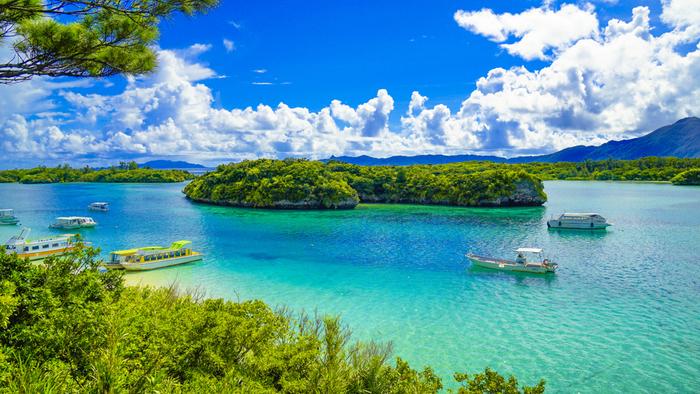 1日のうちに7色にも変わるといわれている川平湾の海の色。ずっと、そして何度でも、見ていたい絶景です。その美しさは、ミシュラン・グリーン・ジャポンで3つ星を受賞したこともあるそう!