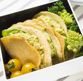 ガルバンゾー(ひよこ豆)も女性に嬉しい栄養が豊富!鮮やかな色合いが朝の目覚めを助けてくれそうですよね。