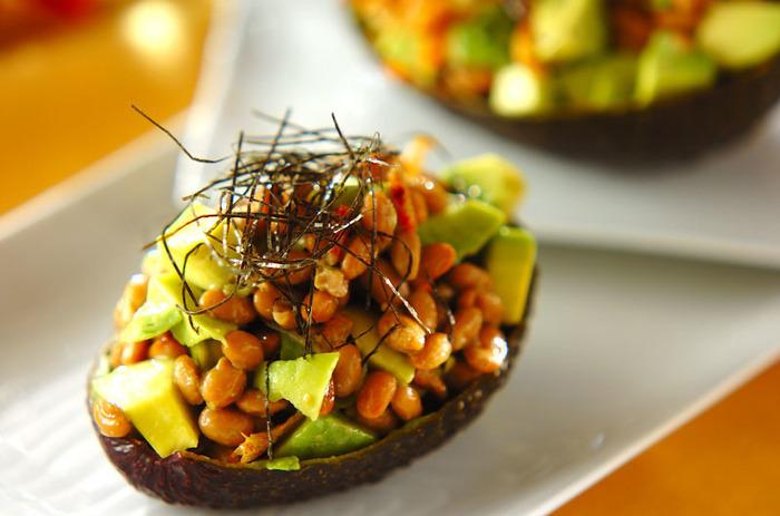 栄養価の高いアボカドと、古くから健康食として日本で親しまれている納豆の組み合わせ。香り豊かな柚子こしょうと合わせることで、さっぱりとした香りとピリッとした刺激が食欲をそそります!