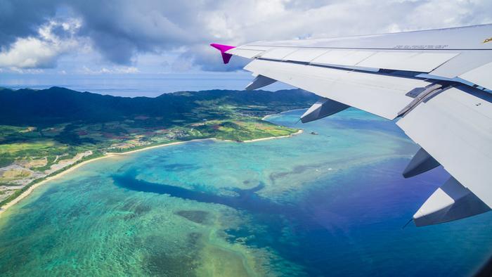 沖縄本島から南西へ400km。八重山諸島は石垣島を中心に有人島が10島、そしてたくさんの小さな無人島が広がっています。透きとおる蒼い海、白い砂浜、満天の星空、たくさんの生き物が住むマングローブの森、、、などなど心に響く美しい景色の宝庫です。そんな島々を結ぶフェリーに乗って、島めぐりの旅を楽しみませんか?のんびり島時間に身をまかせ、日常を忘れてリフレッシュ!